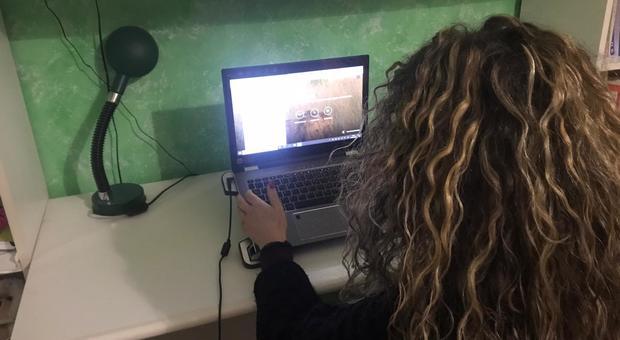 Coronavirus, Roma, al lavoro da casa per i dipendenti comunali, il nodo controlli: «Per autocertificare la presenza basta una mail o un messaggio»