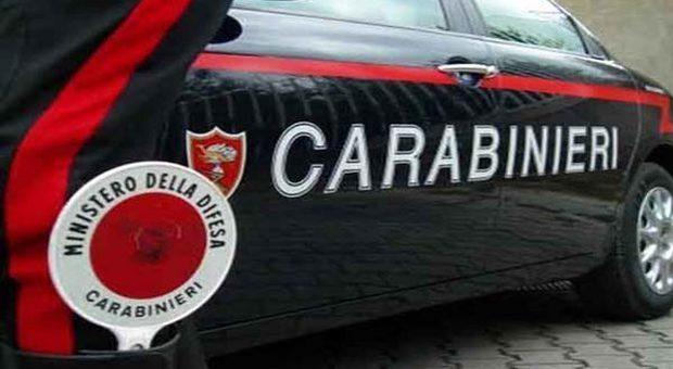 Roma, tenta rapina in un bar a Ostiense: un cliente lo blocca e sventa il colpo