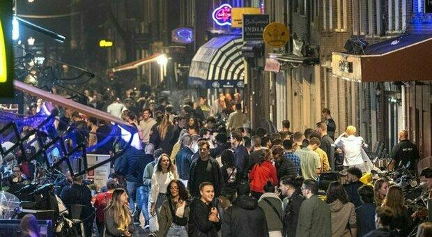 Variante Delta, in Olanda tra festival e discoteche boom contagi del 500%. Ecco cosa potrebbe accadere anche in Italia