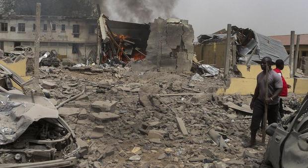 Nigeria, kamikaze 17enne si fa esplodere in una moschea: almeno 50 morti
