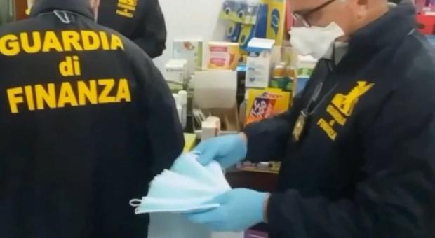 Coronavirus, Sartoria a Roma produceva mascherine illegali, Guidonia: farmacia aveva quintuplicato i prezzi