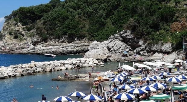 Covid in Costiera sorrentina: mascherine obbligatorie anche in spiaggia, stretta sui ristoranti