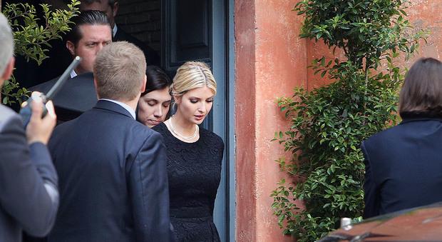 Ivanka Trump mentre lascia la comunità di Sant'Egidio