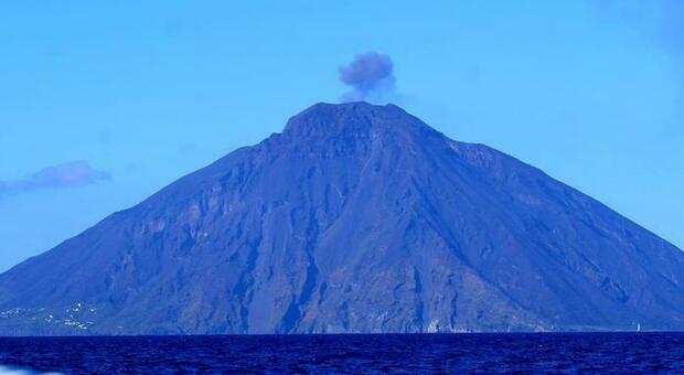 Stromboli, stop al fai-da-te: sul vulcano solo con le guide alpine