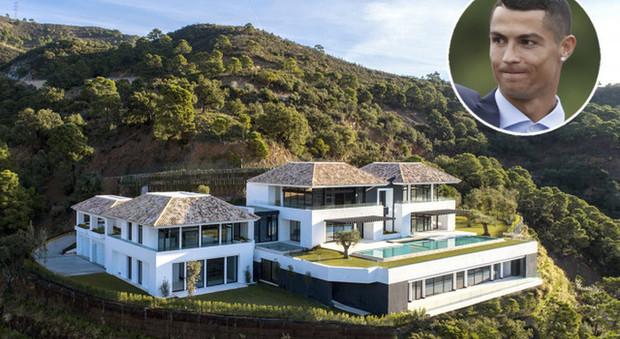 immagine Cristiano Ronaldo, vacanze in villa prima dei Mondiali