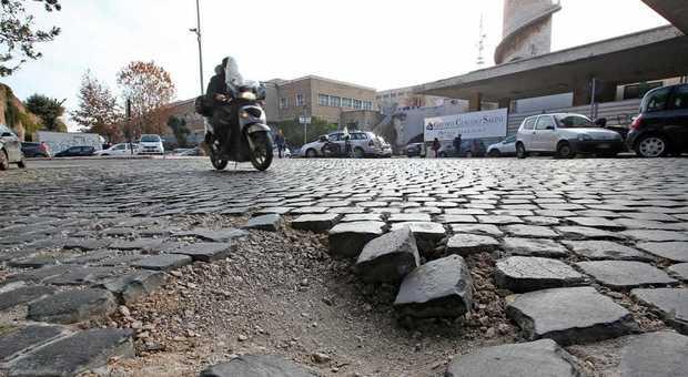 Roma, nuova vita in periferia per i sampietrini del Centro: andranno al Tiburtino e al Quadraro
