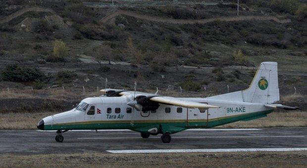 Nepal, aereo precipita nella giungla con 23 persone a bordo