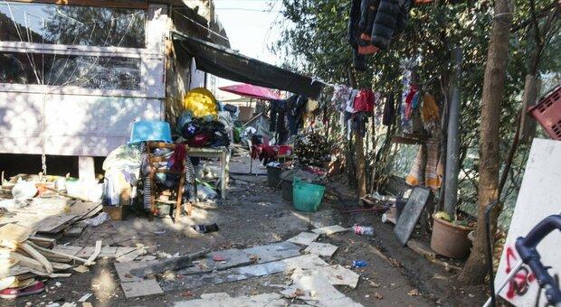 La baraccopoli dei roghi tossici di Roma Nord verso lo sgombero: l'area sarà liberata il 10 agosto