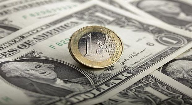 Forex, dollaro in stand by in attesa conferma indicazioni Fed