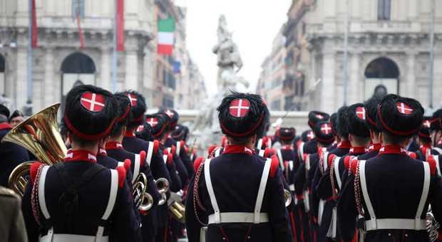 I Granatieri di Sardegna sfilano per le vie di Roma