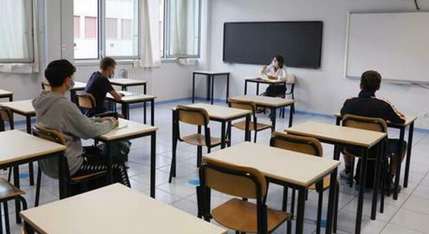 Roma, positivo a scuola e compagni in isolamento. «Ma i fratelli vanno in classe, è inaccettabile»