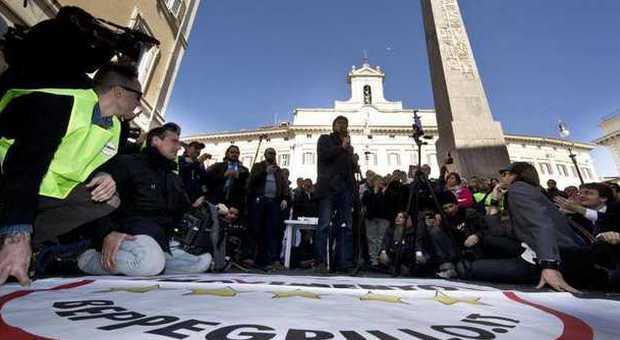 M5s, quattro senatori criticano Grillo: «Con Renzi un'occasione persa»