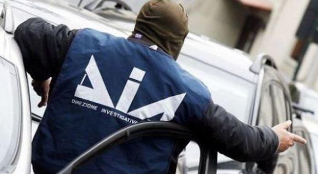 Mafia, blitz nel feudo di Messina Denaro: 13 arresti. Sindaco indagato