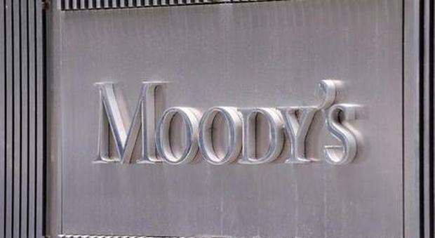 Perché Moody's ha declassato l'Italia a un solo passo dal