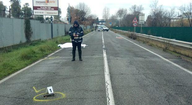 Roma, a piedi con la carriola sulla strada: investito e ucciso da un ...