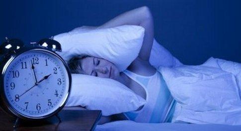 Il cuore soffre quando si dorme poco e male: come evitare aritmia, diabete e ansia