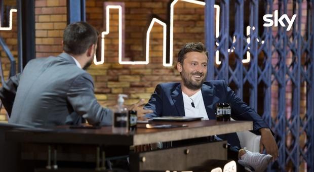 Cesare Cremonini: «Ho cambiato nome alla colf moldava perché la pago». Bufera social: «Classista»