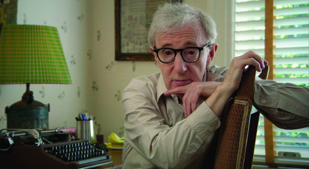 Woody Allen, bufera sulla sua autobiografia. Dylan Farrow: «Sconvolgente pubblicarla»