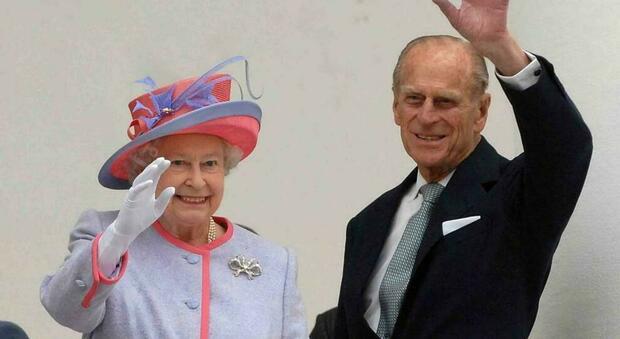 Covid, vaccinati la regina Elisabetta II (94 anni) e il principe Filippo (99). Lo comunica Buckingham Palace