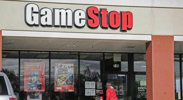 Gamestop crolla in Borsa, ma la battaglia dei piccoli trader contro i grandi fondi continua