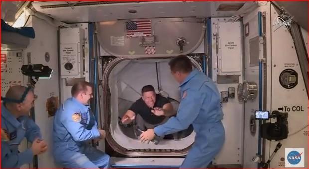 SpaceX, Crew Dragon pronta all'attracco con la stazione spaziale Segui la diretta tv
