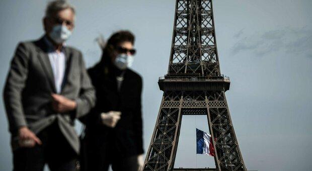 Obbligo di mascherina all'aperto, per il Tar francese è «violazione della libertà». Pioggia di ricorsi a Parigi
