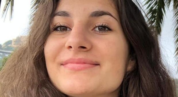 L ultimo saluto a Priscilla a Como: in 500 seguono il funerale in streaming