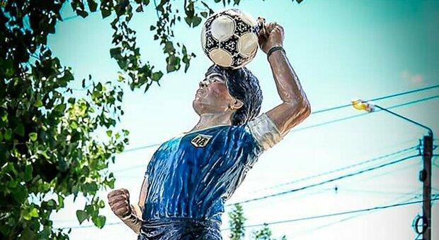 Nella provincia di Tucuman spunta la statua di Maradona Mano de Dios