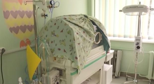 Coronavirus, neo mamma muore di coronavirus dopo il parto: bimba sta bene e non è contagiata