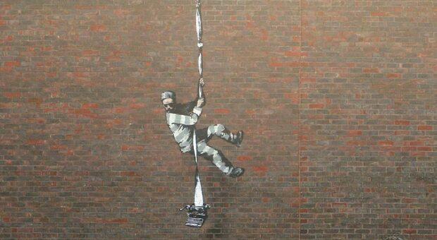 Banksy torna per l'omaggio a Oscar Wilde al carcere di Reading