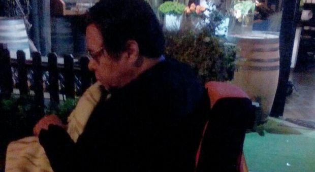 Sedie A Rotelle Roma : Roma suora entra dal fioraio e la sedia a rotelle si rompe: resta