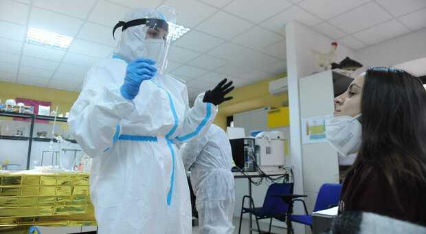 Covid, il virologo: «In Abruzzo la situazione sta peggiorando, ci sarà un aumento»
