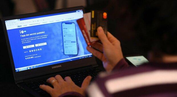 Cashback, 5 milioni di richieste per l'app ma caos accessi. Varrà anche dal benzinaio
