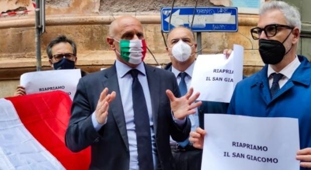 Roma, presidio di Fratelli d'Italia all'Ospedale San Giacomo per chiedere la riapertura