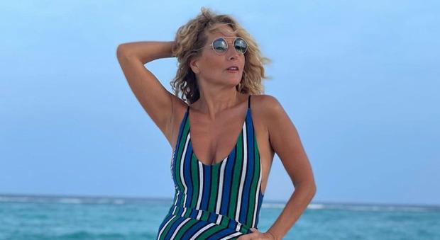 Jo Squillo fuori di sé a Pomeriggio 5: «Ho il diritto di andare alle Maldive»