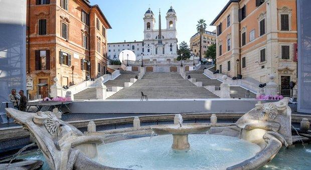 Roma, restaurata Trinità dei Monti, Raggi: «Vigili garantiranno decoro»