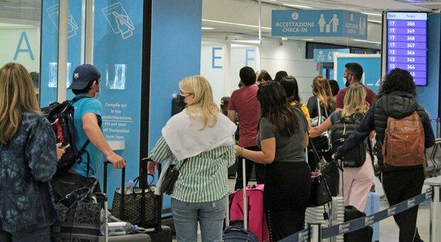 Variante Delta, Farnesina: «Rischio sanitario se andate all'estero. Se positivi vanno seguite le norme locali»