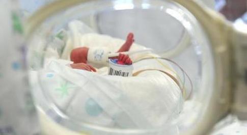 Sindrome del bimbo scosso, i pediatri: «Si previene con informazione»