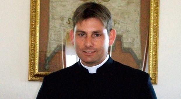 Don Coluccia, il prete antimafia: «Spari contro la mia auto atto vile, ma io sono indigesto»