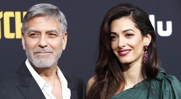 «Italian Bonnie e Clyde»: arrestata coppia di italiani in Thailandia: truffato anche Clooney