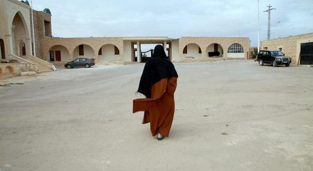 Una regista documenta la resilienza femminile e il potere della fede nelle zone della guerra in Siria