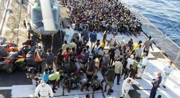 Migranti, affonda gommone: almeno dieci vittime, 55 persone in salvo