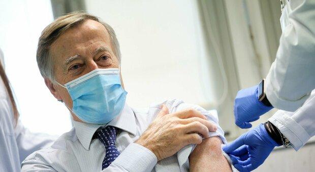 Covid, Andreoni: «Epidemia fuori controllo, servono misure più rigorose»