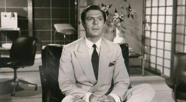 Marcello Mastroianni in un abito firmato Piattelli
