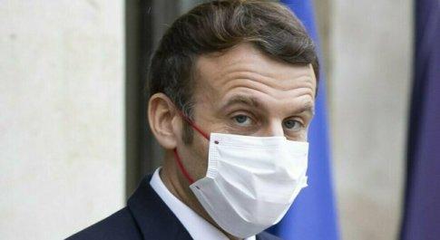 Covid, Macron positivo al tampone. L'Eliseo: «In autoisolamento per sette giorni»