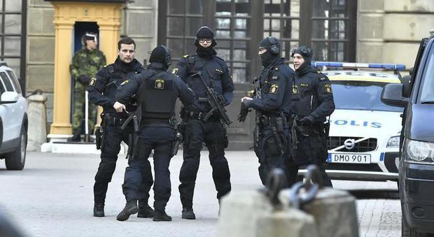 Svezia, ebrea accoltellata in strada a Helsinborg: è grave, caccia all'aggressore