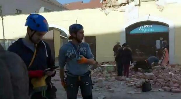 Terremoto in Croazia: persone in strada e paura per i crolli. E i social impazziscono