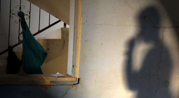 La bimba ha mal di pancia, la mamma la porta in ospedale. I medici: «Violentata». Arrestato il nonno di 80 anni
