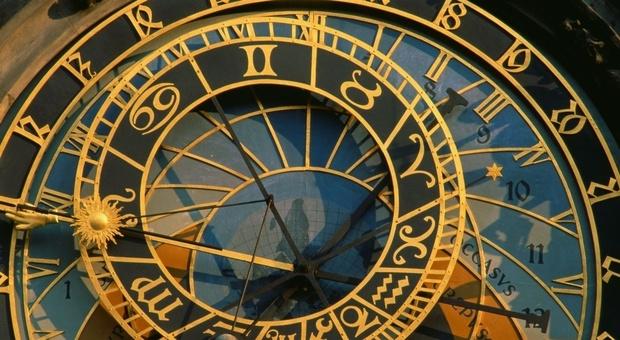 Un mese con l'oroscopo di Branko segno per segno: colpo di fulmine per lo Scorpione, la Luna nel segno del Leone