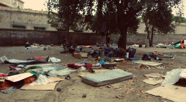 Roma, via alla pulizia di Colle Oppio: rimosse tende e bivacchi